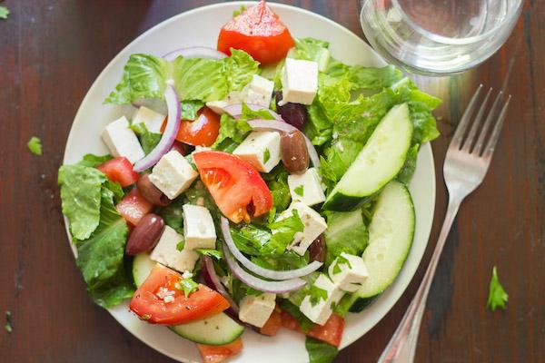 greek salad with tofu